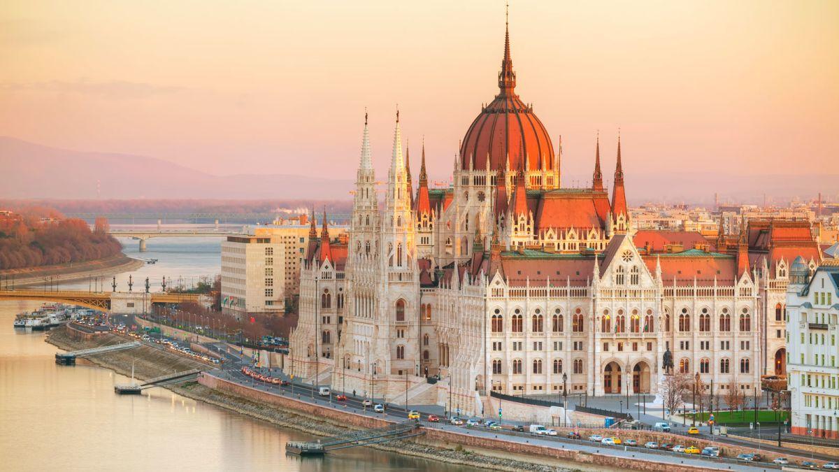 HÀNH TRÌNH CHÂU ÂU 5 NƯỚC HUNGARY - SLOVAKIA - ÁO - CH SÉC - BALAN